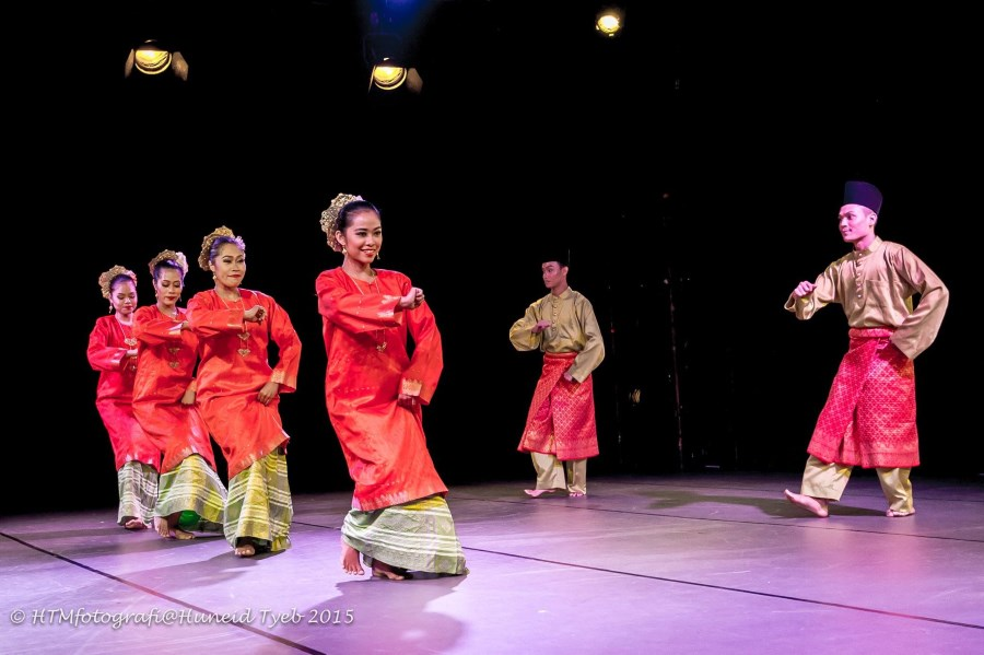 Zapin ghalet in '3 Faces' by ASWARA Dance Company. Photo: Huneid Tyeb.