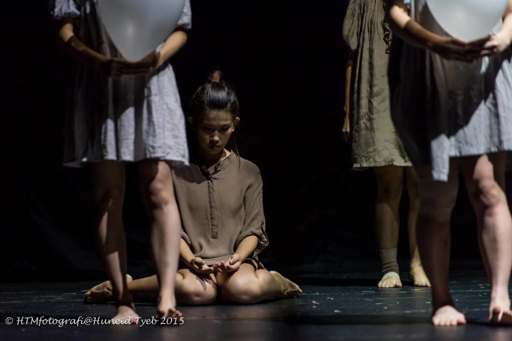 'A Wrinkle in Time' by Amy Len, performed by Kwang Tung Dance Company, in Tepak Tari. Photo: Huneid Tyeb